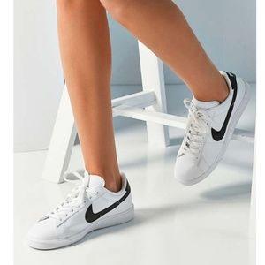 Women's Nike Tennis Classic Sneakers (Black)